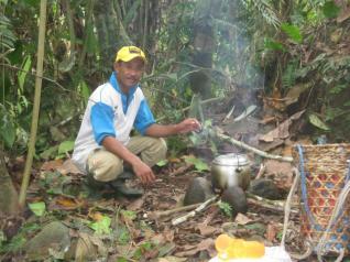 Masak di Tungku Kayu
